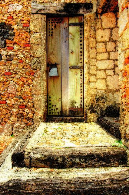 Färg & vackert stenlagd dörr & trapp