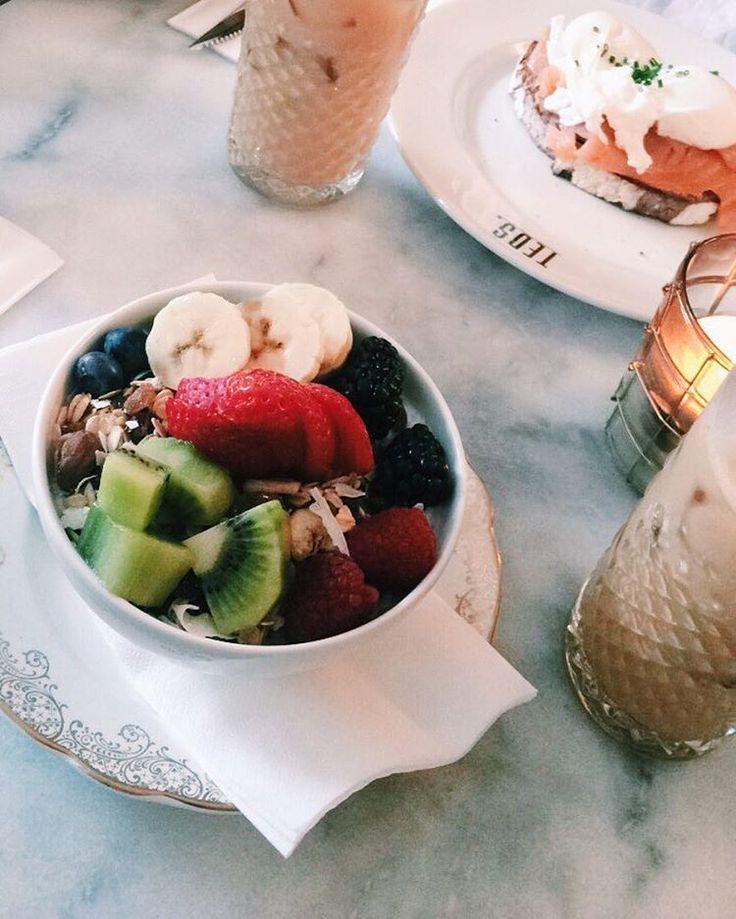 37 vind-ik-leuks, 1 reacties - Lotte  (@lottebraner) op Instagram: 'morning delights  #brunch #fruits #coffee @innni_ @juulinina @fcreetta  @unaomeragic'