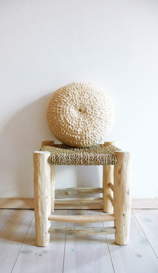 Round Pillow Crochet Wool - Natural undyed by lacasadecoto on Etsy https://www.etsy.com/listing/179030400/round-pillow-crochet-wool-natural-undyed