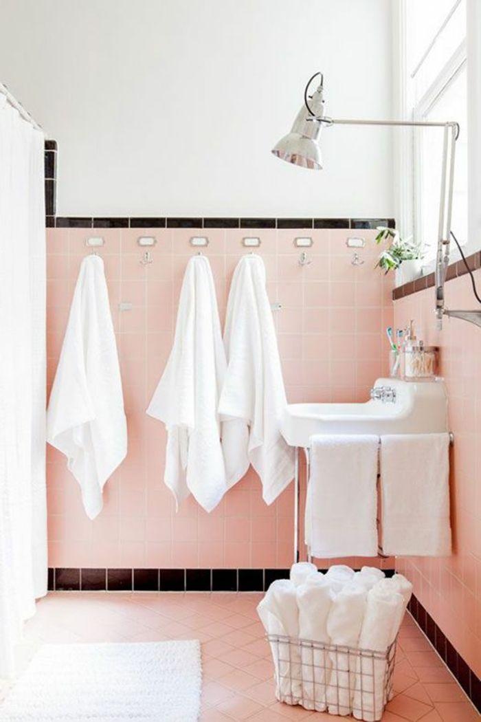 salle de bain avec carrelage gris lampe dans la salle de bain rtro plante - Carrelage Retro Vert