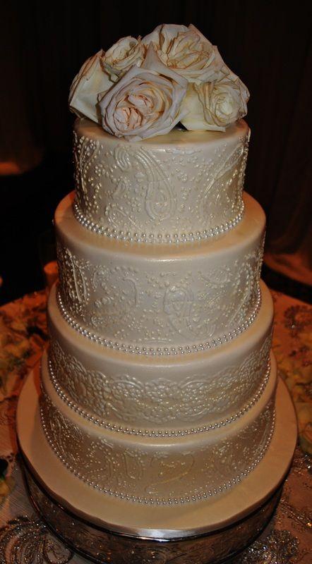 Gorgeous Custom Wedding Cake! #customcake #cake #wedding #weddingcake #piping #roses #pearls #sweetsisterchicsister