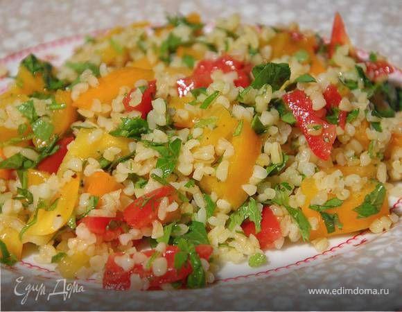 Табуле из булгура с помидорами и мятой . Ингредиенты: булгур, помидоры желтые, помидоры