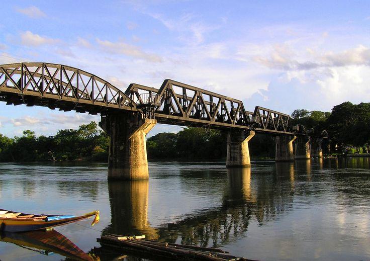 Le tristement célèbre pont de la Rivière Kwai s'élève dans la province de Kanchanaburi, à l'ouest de Bangkok...http://www.indochine-voyages.com/voyage-vietnam-cambodge/saigon-angkor-bangkok.htm