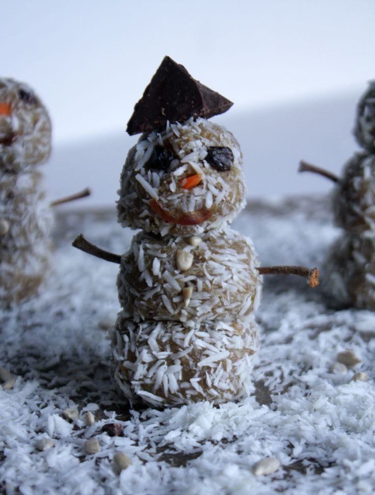 Raw Vegan Coconut Snowmen