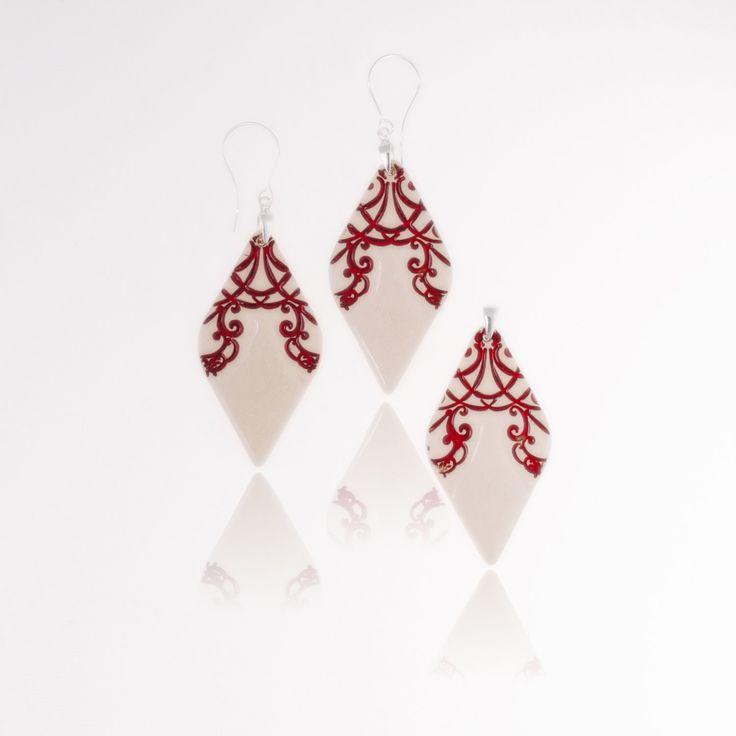 www.polandhandmade.pl #polandhandmade #ceramika #zudesign Ceramic jewelry set Red ceramic earrings and pendant, red jewelry set. Dangle earrings on sterling silver earwires. Chic ceramic jewelry 925 by ZuDesignJewelry on Etsy