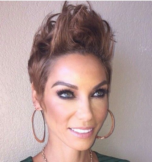 Nicole Murphy is rocking it! Cute!