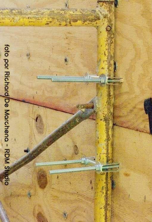 """Los plywood son de ¾ de madera muy resistente. Estos están sujetos a la estructura de andamios por 4 abrazaderas C/U de 3"""", con tornillos ⅜. -> Parque Mirador Sur in Santo Domingo, Distrito Nacional"""