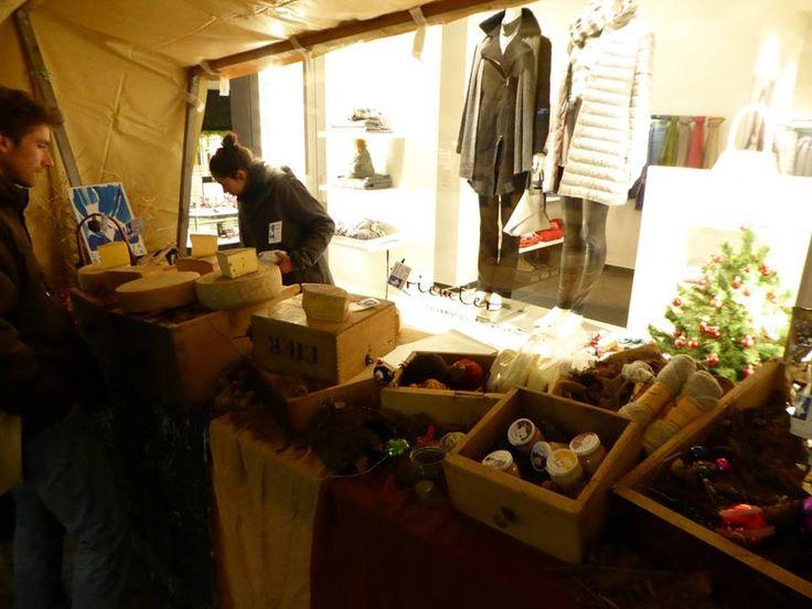 Mercatino di Natale a St. Moritz foto di Pini Stefano  #mercatinodinatale #St.Moritz #Latteriabregaglia #formaggio #Bio http://www.latteriabregaglia.ch/it/prodotti  Weihnachtsmarkt in St. Moritz foto von Pini Stefano  #Weihnachtsmarkt #St.Moritz #Latteriabregaglia #käse #Bio http://www.latteriabregaglia.ch/de/produkte