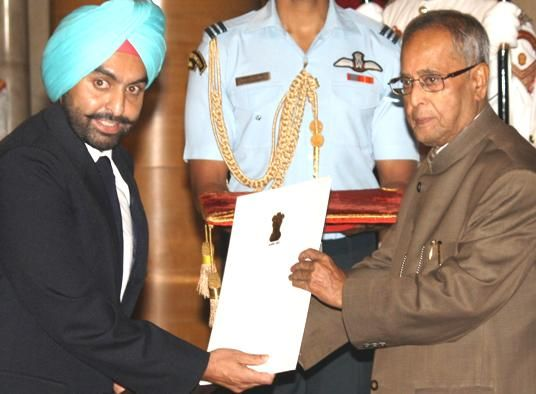 Double trap shooter Ronjan Sodhi was conferred India's highest sporting honour - the Rajiv Gandhi Khel Ratna - in a dazzling ceremony at the Rashtrapati Bhavan Saturday. Virat Kohli's meteoric rise in world cricket too was recognised as he received the Arjuna Award.