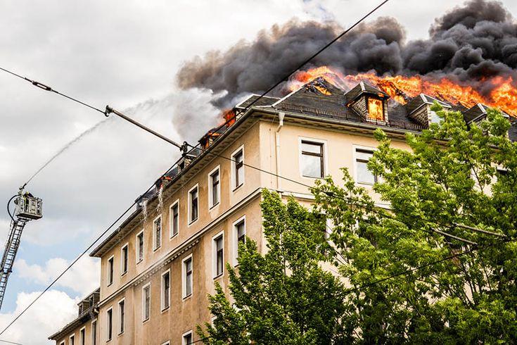 Test Simulación Incendio Ventanas: Reacción de tres tipos de materiales para ventanas y puertas ante el fuego: PVC, aluminio y madera. Los materiales elegidos en la construcción de edificios es fundamental para evitar víctimas en los incendios. https://youtu.be/eHy1PTgoFfw