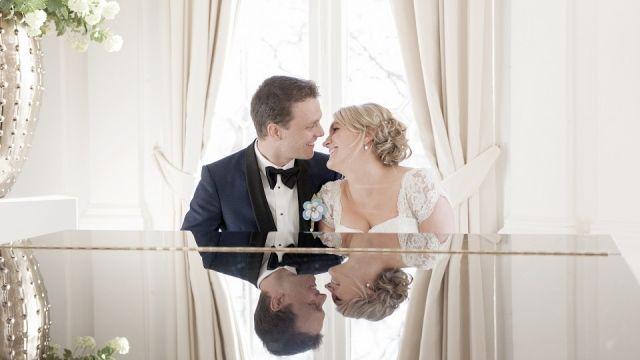 #bruidspaar #piano #trouwen #bruiloft Trouwen in het Wereldmuseum in Rotterdam | ThePerfectWedding.nl | Fotocredit: BruidBeeld Film & Fotografie