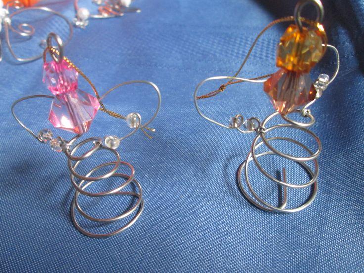 Angeles con alambre y perlas