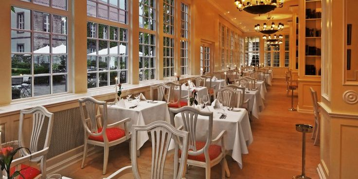 """Ein blaublütiger Ort: Im Hotel  Spa Gräflicher Park in Bad Driburg wird im """"Caspar's Restaurant""""getafelt. Innovativ und gehoben. Regelmäßig schwingen Sterneköche den Kochlöffel. http://www.mooon.com/de/hotels/graeflicher-park-hotel"""
