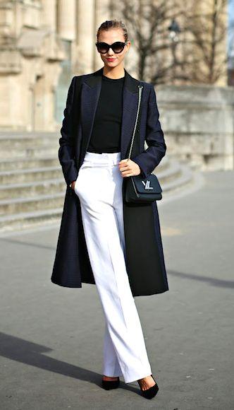 Karlie Kloss elegante el look preto e branco