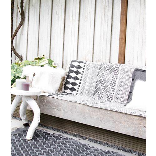 Gebruik dit unieke vloerkleed om je houten buitenbank te versieren!