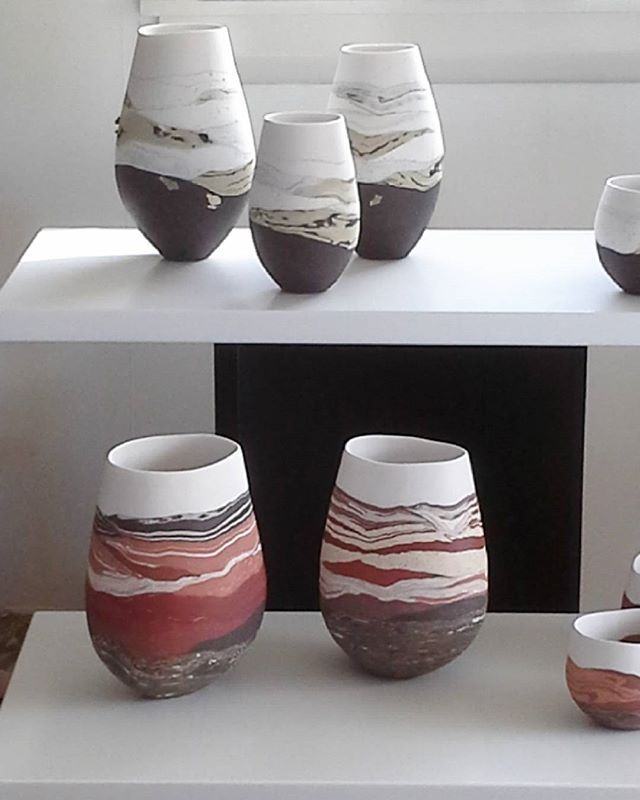 Experimenting with different ways to set up work for the Nelson Art Expo, on this Labour Weekend 22-24 October at Saxton Stadium in Stoke, Nelson. Open 10.00am -6pm Saturday and Sunday, 10.00am - 4.00pm Monday. . #nzceramics #newzealandceramics #landscapeceramics #porcelain #stoneware #handmade #madeinnewzealand #madeinnelson #buynzmade #christmasiscoming #artexponelson