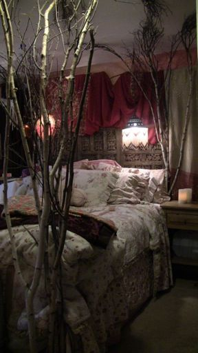 Love This Eclectic Bedroom Design With Bundles Of Tree Branches For Bed  Posts