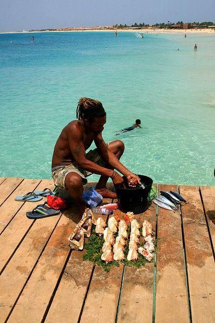 Mercato del pesce, Santa Maria, Ihla do Sal, Cabo Verde // by Toils