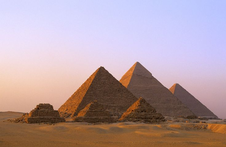 Places to see before you die (II) - The Pyramids of Giza and Egypt in 'The Spy Who Loved Me'