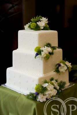 square wedding cakes with fresh flowers white square wedding cakes and the flowers on 20421