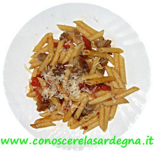Cucina sarda: Pennette con pancetta sarda e pecorino, ricetta facile e veloce, preparazione, ingredienti, ricetta pasta Sardegna - www.conoscerelasardegna.it