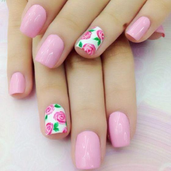 uñas rosa con flores