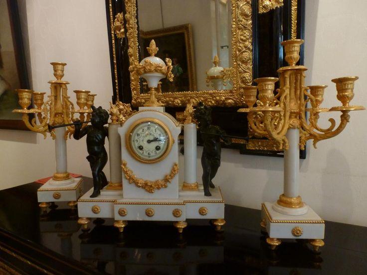 Pendule Et Candélabres Marbre Et Métal à 2 Patines Style Louis XVI. XIXème siècle.  #19thcentury. For sale on #Proantic by Galerie Domenico Casciello.