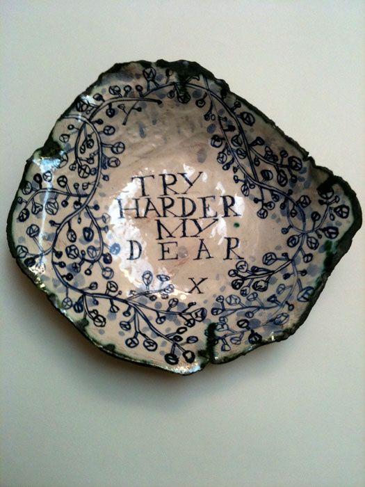 Papier mache -BORDJE mijn huis ligt niet vol met rommel,    MIJN HUIS LIGT VOL MET IDEEEN  Ruan Hoffman's paper clay plates