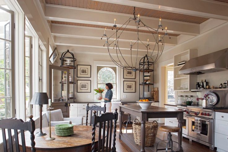 Style in savannah decor kitchens pinterest chats for Carriage house kitchen cabinets