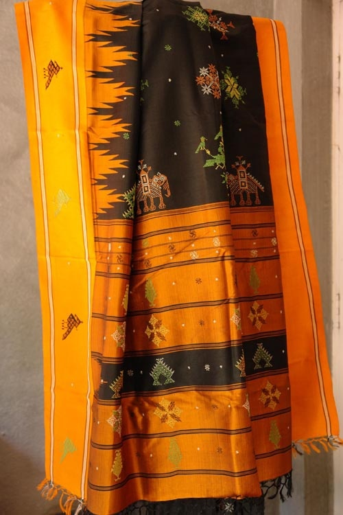 Kasuti Sarees.  Hand Embroidery from North Karnataka, India    Traditional weaves of #india