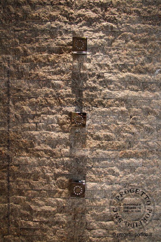 Dettaglio rivestimento doccia… con il porfido trentino a spacco...