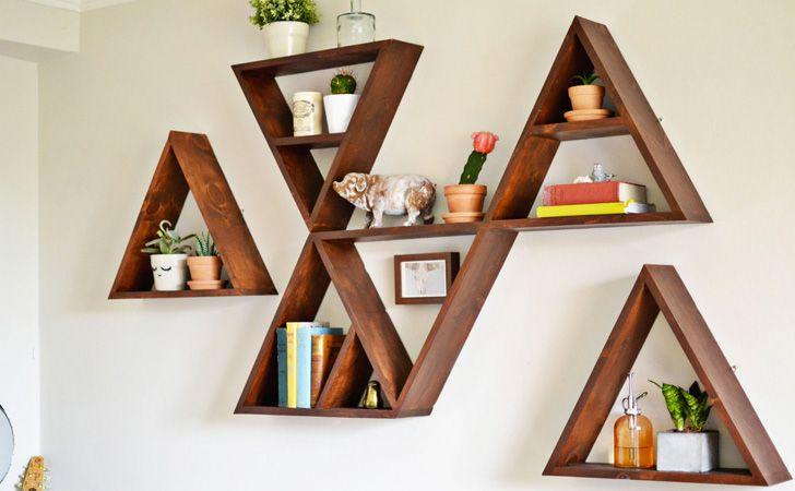 Une étagère triangle DIY - Pour mettre un peu de géométrie et une petite dose graphique dans votre déco, nous vous proposons aujourd'hui de découvrir comment créer une étagère triang