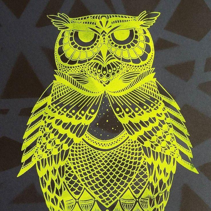 Sérigraphie en tirage limité by Lyka  Zoo graphique exposition  #newcreation #serigraphie #madeinfrance #art #lifeincolour #nantes #hiboux #dessin #fluo #etsy #graphisme #creation #zoo #graphique #jaune by lyka.vdv