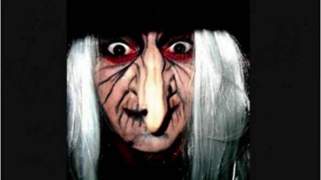 Voici la sorcière d'Halloween inspirée du conte Blanche neige et les 7 nains. Un maquillage qui en terrifiera plus d'un pour Halloween !