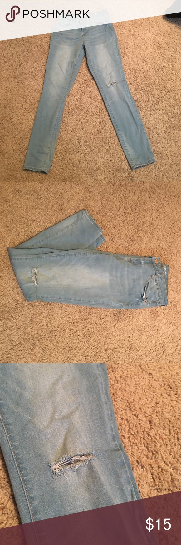 "Light blue skinny jeans NWOT Light blue Old Navy skinny jeans. I bought them and they were just too big. They have the ""destroyed look"" and are super comfy. Size 8 Old Navy Jeans Skinny"