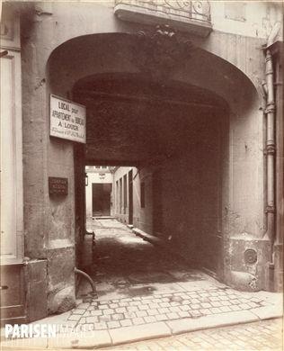Hôtel de la Salamandre, construit pour la duchesse d'Estampes, 20 rue de l'Hirondelle. Paris (VIème arrondissement). Photographie d'Eugène Atget (1857-1927). Paris, musée Carnavalet.