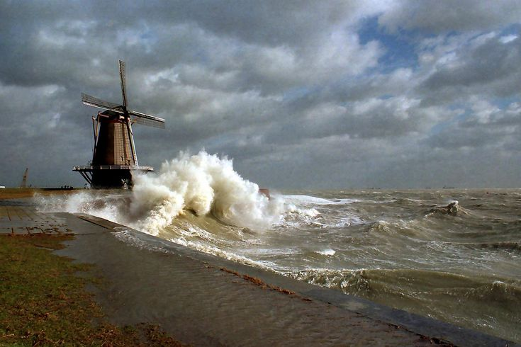 Vlissingen Oranjemolen, typically picturing the Dutch struggle with the sea: water coming in, mills pumping it out.