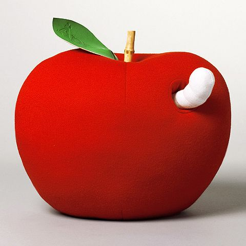 Big soft toy apple with detachable worm. Includes storage bag with a graphic Äpple print.