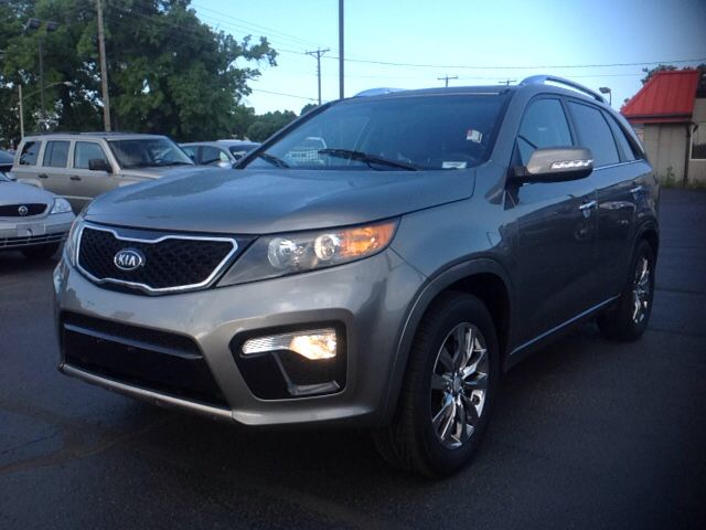#ConeCar of the Week: 2013 Kia Sorento SX. Get it this week for just $20,995! This loaded 3rd row SUV won't long at this price! Options include leather, sunroof, navigation, Bluetooth, SiriusXM radio, and up to 26 MPG; great fuel efficiency for a 3rd row SUV! Like what you see? Give us a call, 866-980-3609.