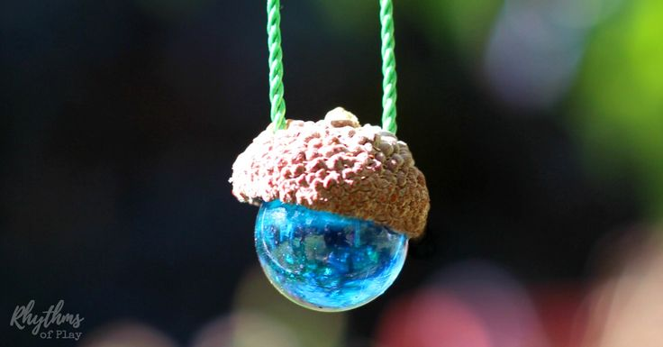 This DIY acorn marble necklace is a nature craft idea for kids and adults. This handmade jewelry makes an easy gift idea, party favor and window decoration.