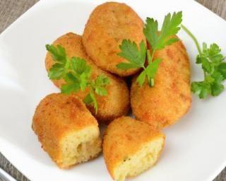 Beignets de mozzarella minceur sans friteuse : http://www.fourchette-et-bikini.fr/recettes/recettes-minceur/beignets-de-mozzarella-minceur-sans-friteuse.html