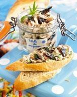 Rillettes de maquereaux - ou version plus simple avec des sardines. Penser à acheter des bocaux pour la présentation.