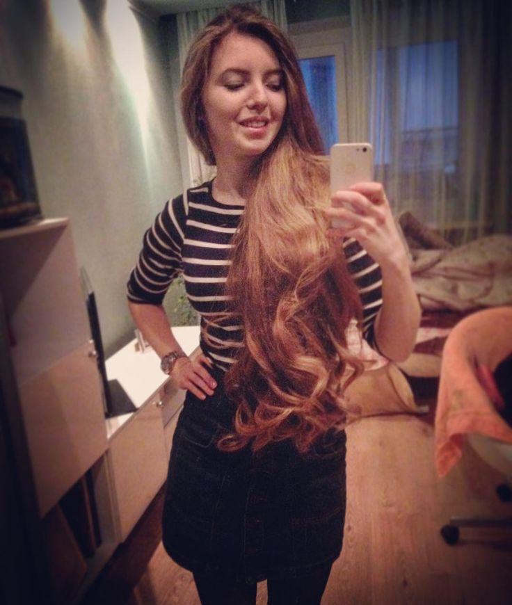 Не, всё-таки лучше полтора часа крутить волосы на плойку, чем полчаса на бигуди, а затем в них всю ночь😑 И эффект, и долговременность от плойки в разы лучше. #curly #longhair #hair #nice #локоны #curls #cute #waves #hairdo #braid #длинныеволосы #hairstyle #hairinspiration #волосы #smile #skirt #wavyhair #волны