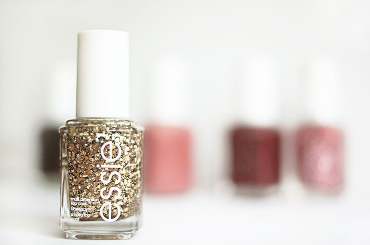 Sparkling bronze glitter top coat adds mutli-faceted, luxurious texture to any iconic essie shade! It's a new summit of style to join the luxeffects collection for a fantastic mani.