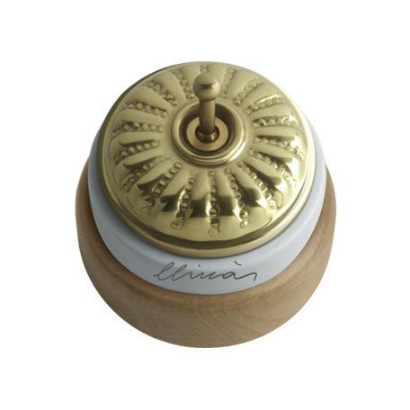 Comprar | Conmutador porcelana tapa grabado brillo y marco madera | Interruptores porcelana superficie #iluminacion #decoracion #accesorioslamparas #lamparas #handmade #vintage #interruptoresporcelana