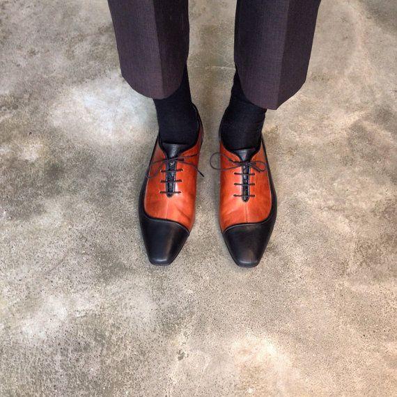 He encontrado este interesante anuncio de Etsy en https://www.etsy.com/es/listing/212856001/black-brown-leather-shoes-mens-oxford