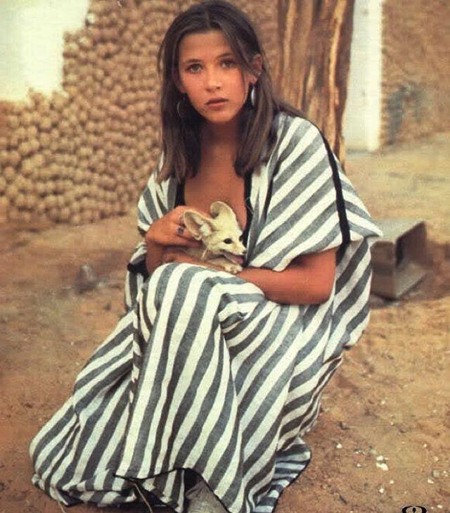 Sophie Marceau via @simplicitycity #eresparis #summerstyle #stripes #beachwear #stare #muse #iconic #inspiration #desert