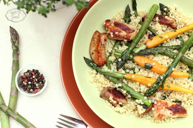 Couscous with asparagus and chicken thighs - Cuscus cu sparanghel si pulpe de pui