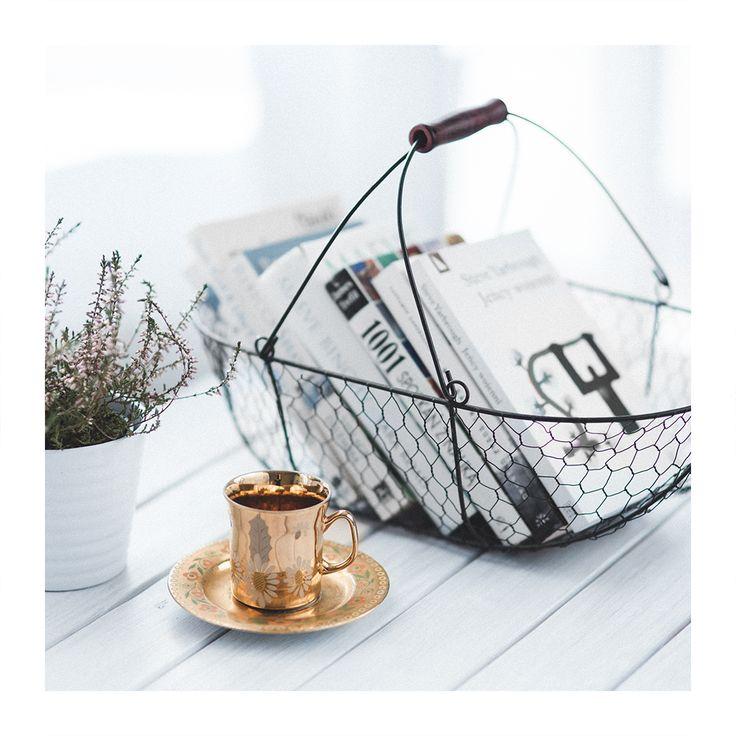 Mutfağınızda kullanmadığınız tel sepetleri, içlerine kitap ve dergi koyarak dekoratif olarak değerlendirebilirsiniz.