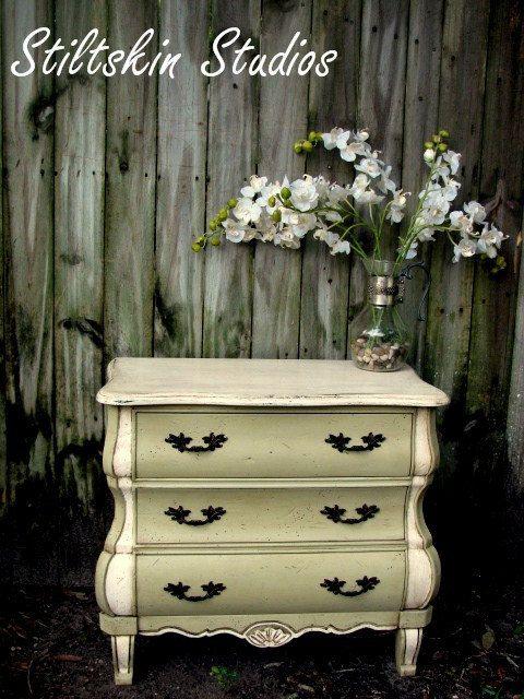 annie sloan- love it: Anniesloan, Paintings Furniture, Distressed Furniture, Chalk Paintings Color, Annie Sloan, White Chalk Paintings, Stiltskin Studios, Bedrooms Furniture, Paintings Color Combos